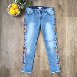 Manguun Light Wash Cropped Jeans W/ Embroidery